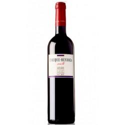 Enrique Mendoza Viticultor nos presenta este vino de Alicante Espana creado a partir de uvas Merlot y Monastrell y presentado e