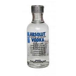 Miniatura Vodka Absolut 120 UnidadesVodka Absolut es un vodka elaborado en Suecia por The Absolute Company elaborado solamente