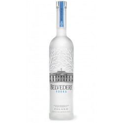 VODKA BELVEDERE El Vodka Belvedere Pure se elabora con centeno proveniente de las llanuras de Mazovia en Polonia Este vodka ha