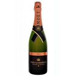 Champagne Moet Chandon Vintage esta elaborado con uvas Pinot Noir Chardonnay y Pinot Meunier por lla casa Moeumlt Chandon se en