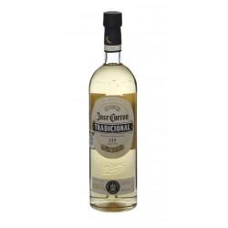 TEQUILA JOSE CUERVO TRADICIONAL REPOSADO El Tequila Jose Cuervo Tradicional Reposado es producto de un proceso artesanal que na