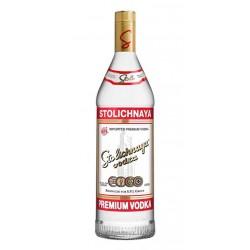 Vodka StolichnayaVodka Stolichnaya  en sus inicios fue  producido en la actual Rusia desde 1953 en la destileria Cristal Stolic
