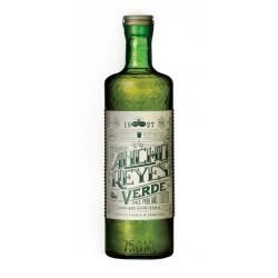 Licor Ancho Reyes Verde se elabora de forma artesanal a partir de chile poblano en la Puebla de Zaragoza Mexico Se puede disfru