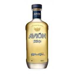 Tequila Avion Anejo es un  tequila de mexicano reposado durante 2 anos en barricas de whisky americano para coger su color arom