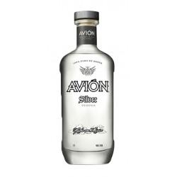 Tequila Avion Silver es un tequila mexicano blanco elaborado artesanalmente usando unicamente el mejor Agave Azul de las region
