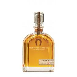 Tequila Herradura Seleccion Suprema  es un  tequila extra anejo de edicion limitada La elaboracion de este tequila empieza con