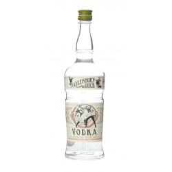 Vodka Aylesbury Duck se elabora con trigo suave de invierno blanco canadiense Destilado en alambiques de tres columnas se reduc