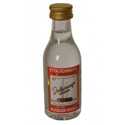 Vodka Stolichnaya MiniaturaVodka Stolichnaya en sus inicios fue producido en la actual Rusia desde 1953 en la destileria Crista